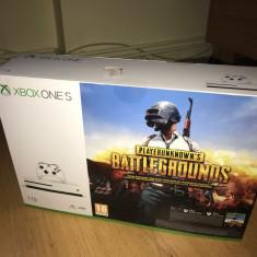 Vând Xbox one S 1 T