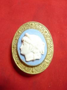 Catarama veche pt.cordon dama-Camee pe bronz aurit gravat pe spate ,h= 4,5 cm