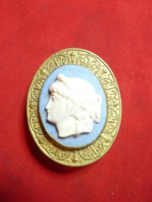 Catarama veche pt.cordon dama-Camee pe bronz aurit gravat pe spate ,h= 4,5 cm foto