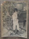 Copil cu pistol de jucarie/ fotografie Craciun perioada comunista