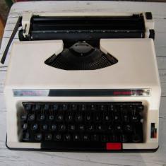 Masina de scris SINGER PERSONAL 8600, DEFECTA fabricata in Italia, completa
