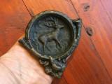 Scrumiera masiva din bronz model deosebit motiv vanatoresc cu cerb si goarna !