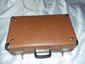 geamantan tip valiza veche perioada Ceausista,valiza cu incuietori,T.GRATUIT