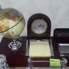 Set elegant si practic pentru birou din piele si lemn
