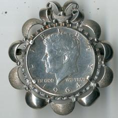 Brosa cu Moneda Argint Kennedy Half Dollar 1964 JFK USA 21 grame Ag 925 900