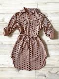 Cumpara ieftin Rochie ieftina casual stil camasa roz cu puncte mari si cordon in talie