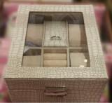 Caseta ceasuri si bijuterii imprimeu crocodil Autentic HomeTV