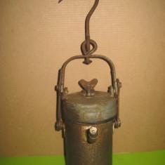 Lampa de miner Romania carbit oxiacetilena. Lungime 19 cm, latime 10 cm.