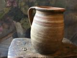 Arta si Traditie - Veche oala / vas cu maner de Binis realizat si decorat manual
