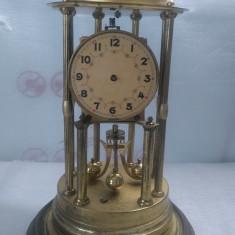 Ceas vechi de semineu cu fir torsiune