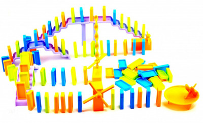 Jucarie cu piese domino - Joc domino distractiv pentru copii foto