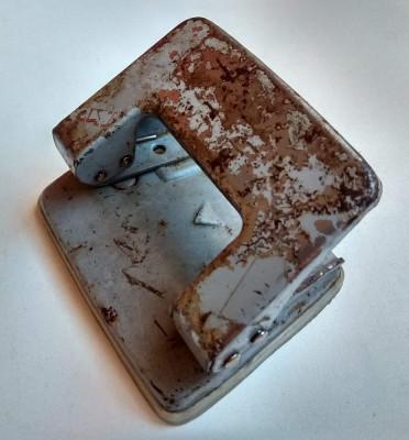 perforator vechi de colectie, compostor capsator dosare comunism fabrica confeti foto