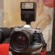 Aparat foto Canon AE-1, cu geanta si 2 obiective: Super-Danubia si Makinon MC