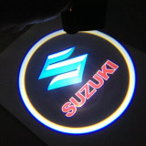 Cumpara ieftin Proiectoare Portiere cu Logo Suzuki PREMIUM