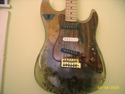 Chitara electrica personalizata. foto