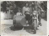 B710 Fotografie motocicleta veche cu atas