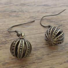 Cercei bronz cu sfere traforate