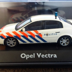 "macheta opel vectra c sedan ""politie"" - schuco, 1/43, limited edition."