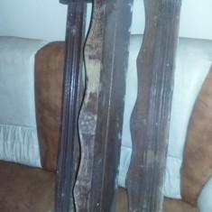 policioara veche sculptata si confectionata manual,Etajera antica,Mobilier retro