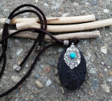 Cumpara ieftin Colier tribal - Pandativ lemn abanos si turcoaz