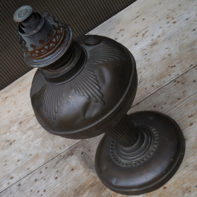 LAMPA MARE PE PETROL / GAZ LAMPANT - FACUTA INTEGRAL DIN ALAMA, CU PATINA foto