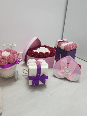 Flori din sapun, mărturii, cutii personalizate, 100% handmade foto