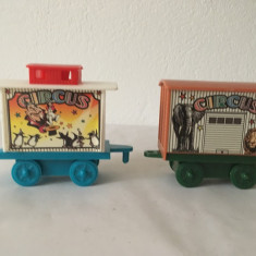 2 vagoane tren circ, jucarie veche, plastc, incompleta