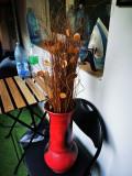 Vaza rosie cu spicuri artificiale, inaltime 45 cm