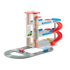 Garaj din lemn cu pista si 3 masini New Classic Toys