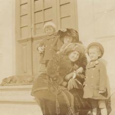 Fotografie doamne elegante cu copii si catel poza veche