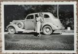 Domnisoara cu automobil de epoca, perioada interbelica// fotografie