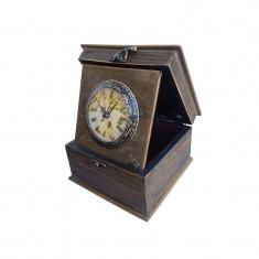 Cutie din lemn, cu aspect antic, cu ceas si capac pictat cu flori 16x10 cm