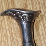 Baston cu maner de argint