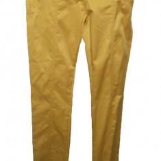 Pantalon lung galben, design simplu, si curea in talie lacuita