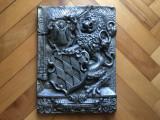 Tablou,panoplie germana,cu blazon regal in basorelief