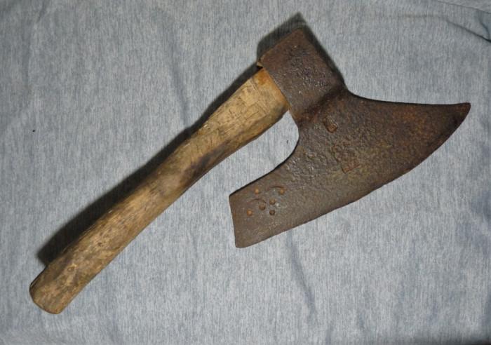 Bardă veche - cioplit lemn