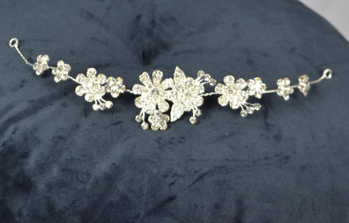 Diadema Argintie cu flori si pietricele tip Swarovski