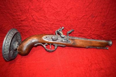 Pistol de panoplie pe suport cu cocos mobil 40 cm foto