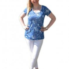 Tricou albastru, cu design tineresc, prevazut cu top alb simplu