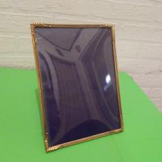 RAMA din ALAMA pentru fotografii 20 x 15 cm , sticla bombata si picior (2)