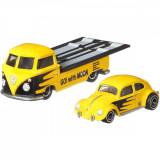 Transportator cu masinuta Hot Wheels, Volkswagen Classic Bug, Volkswagen Transporter T1 Pickup, 1:64