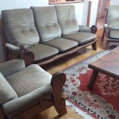 Canapea si 2 fotolii din lemn masiv, stare excelenta