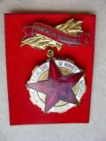 B696- Insigna Fruntas in productie Romania socialista.