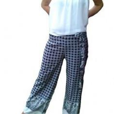Pantalon salvar, de culoare neagra cu model marunt alb, de vara