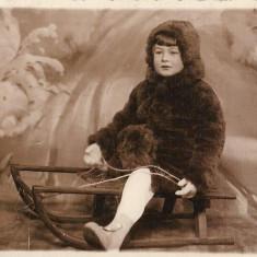 Fotografie copil sanie studio poza romaneasca veche interbelica
