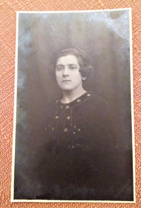 Portret de femeie. Fotografie veche tip carte postala - Foto-Clasic, Bucuresti