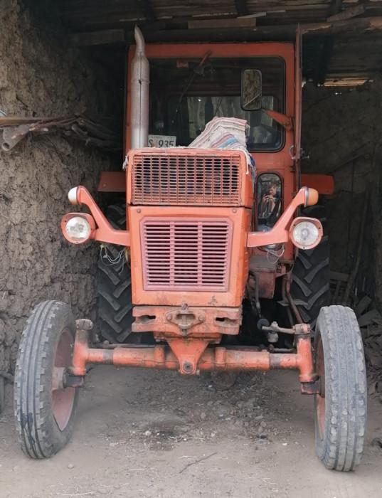 Tractor 650 cu disc, plug si remorca