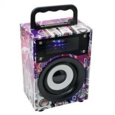 Boxa portabila cu design placut, bluetooth FM si lumini disco