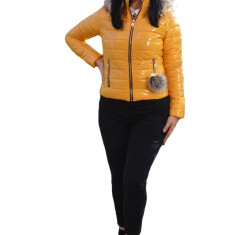 Jacheta Vera casual ,scurta cu aspect lucios ,nuanta de galben