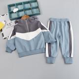 Trening alb cu gri pentru baietei (Marime Disponibila: 2 ani)